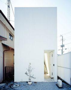 Small box-shaped house. Love House by Takeshi Hosaka Architects. © Masao Nishikawa. #architecture