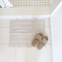 The Nawrap Linen Bathmat is 100% natural with no dyes or chemicals used during production. The 10-layered bathmat is incredibly absorbent, as it is manufactured with traditional Japanese weaving techniques. Designed and made in Japan.