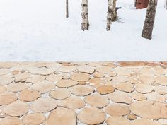 Wood slice pavers. Lake Cottage by UUfie. © Naho Kubota. #wood #woodenpavers