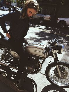 Honda CB200 – slow maybe but i WANNNNNT one! #motorbike #ride #travel #image #simple #honda #bike