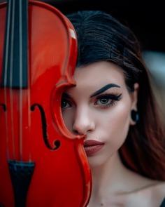Breathtaking Moody Female Portrait Photography by Selvin Cruz