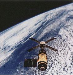 skylab_m_95228528-E515-4805-4033713468E74C44.jpg (JPEG Image, 387x400 pixels) #space #skylab