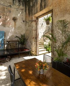 Renovated Colonial Building Turned into a Charming Bar - InteriorZine