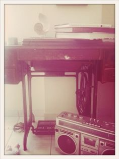 figurem › objects #figurem #machine #ratio #photography #golden #object #singer #boombox #sewing