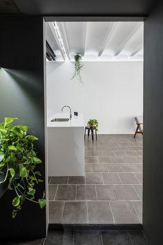 La Olga Apartment in Barcelona / RÄS Studio