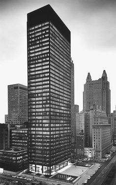 Seagram Building by Mies van der Rohe #arch #mies