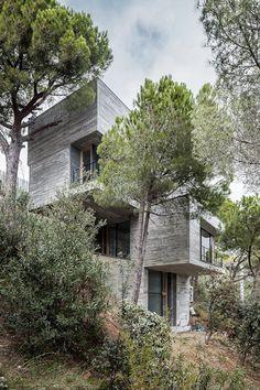 Meriterrani 32 by Barcelona-based architect Daniel Isern #cement #architecture #house