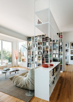 Sausalito Residence is Like a Sophisticated Library of Vinyl Records and Design Books 7