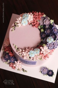 88 Blooming Flower Cakes To Celebrate The Return Of Spring - cakes