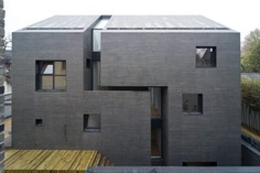 AZL architects: Concrete Slit House | Sgustok Design