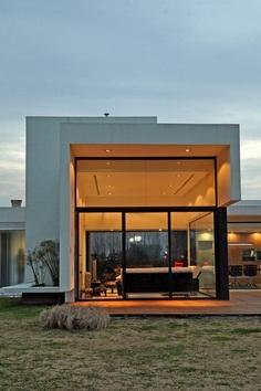 Vanguarda Architects – Rationalist style house