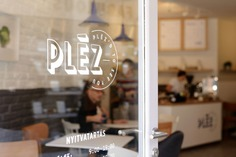 Plez Café & Sandwich Shop - Mindsparkle Mag kissmiklos . designed the branding for Pléz – a Budapest based café and sandwich shop chain. Pléz creates handmade freshly prepared food (like sandwich, salad, wrap) and organic drinks (like coffee, juice, smoothie). #logo #packaging #identity #branding #design #color #photography #graphic #design #gallery #blog #project #mindsparkle #mag #beautiful #portfolio #designer