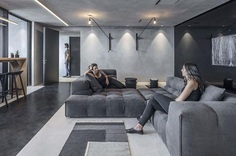 Monochrome Office Space with Minimum Objects / Tal Goldsmith Fish Design Studio