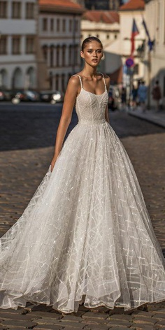 Are you ready for total inspiration? We have prepared for you amazing bridal gowns from a talented Israeli designer Helena Kolan.