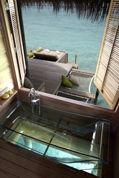 ★ CJWHO #minimalism #water #view #bathtub