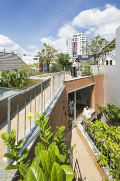 VTN Architects' New Family House Featuring Large Green Gardens