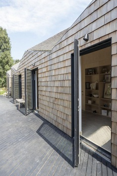Blee Halligan Architects Transforms a Tired Brick Barn into Modern Accommodation 4