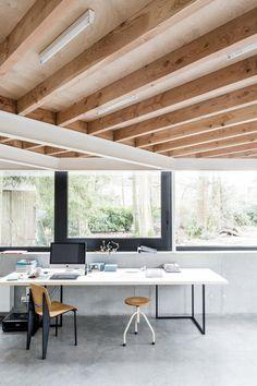 Workspace in sunken studio. House VW by B-bis architecten. © Lucid. #workspace #studio #concrete