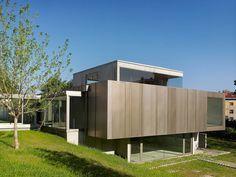 Exhibition Hall in Bertamiráns by Salgado Liñares Arquitectos #minimalist #building #architecture