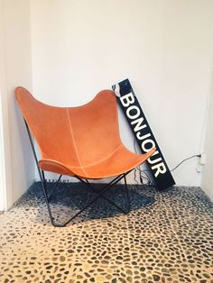 Bxxlght lightbox www.bxxlght.com #interior #interieur #lightbox #vintagesign #marquee #interiordecor #nordic #sign #retro #decor #home #interiordesign #boxlight #scandinavian #bxxlght #butterflychair