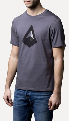 Vintisis Imhotep - Geometric t-shirt. A tribute to Egypt and its pyramids. #model #geometry #polygon #geometric #shirt #triangle #t-shirt #menswear #pyramid #fashion