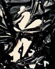 inspirationos #art #milk #white #black and white #photo #black #plastic