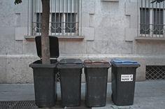 Regeneració - OOSS #tree #art #street #garbage #ooss