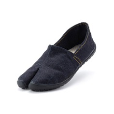 The Espadrille-Style Tabi Shoes combines the split-toe design and non-slip sole of a Jikatabi with the lightness and flexibility of an espadrille. Its upper material is made of domestic denim from Bingo province and the soft cotton insole is traditionally woven to create a barefoot feeling. It's also foldable, washable, and quick-drying. Perfect shoes for long walks, running errands, and traveling!