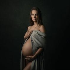 Beautiful Maternity Portrait Photography by Donatella Nicolini