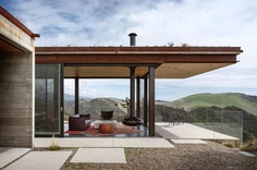 Off-Grid Guest House in California with Sliding Glass Facade and Green Roof 3