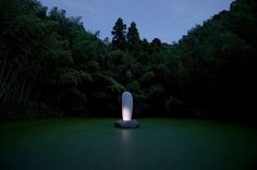 Art instalation sculpture in water by Mariko Mori \'\'Tom Na H iu\'\'