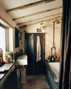 marcelina: (via Inside #bathroom