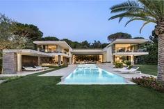 Summer House in Saint Tropez, France Designed by SAOTA - InteriorZine