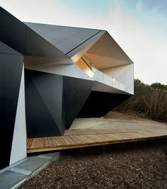 Klein Bottle House by McBride Charles Ryan #home #house #black