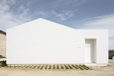 Villa Tranquille by Artelabo. Photo by Marie-Caroline Lucat. #architecture #house #minimalist #artelabo #mariecarolinelucat