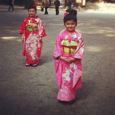 gosta / adorable japanese girls #cute #japan #kimono