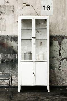 Läkarskåp | Artilleriet | Inredning Göteborg #vintage #cabinet