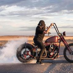 💨💨💨 #BurnOuts @feketefabrications Bobber Chopper Harley Davidson Motorcycle Lifestyle Custom Culture
