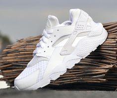 "nike air huarache 318429 111 white pure platinum 01 Nike Air Huarache   ""All White"""