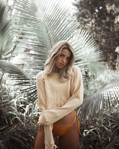 Awesome Female Lifestyle Portrait Photography by Roalyver Lopez