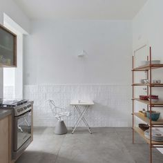 White #dinette with #cobogo #patternedwall. #ApCobogo by #AlanChu. Photo by #DjanChu. #kitchen