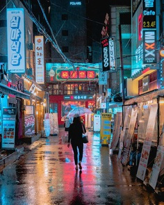 Cyberpunk, Neon and Futuristic Street Photos of Seoul by Steve Roe