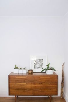 Wooden sideboard. Photo by Cindy Loughridge for Sfgirlbybay. #sideboard #minimal #retro