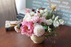 La Musa de las Flores...London...Flowers and Keith Murray deco vase #interiors #flowers