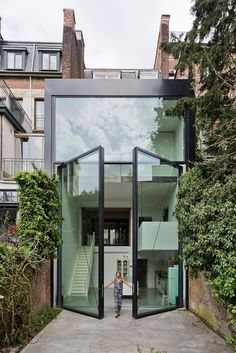 Town House by Sculpt [IT] – dwelling with largest pivoting door
