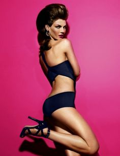 Merde! - Fashion photography (Angela Lindvall by Miguel... #fashion