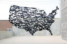 gun country carte des usa avec 150 fusils 2 Une carte des USA avec 150 fusils USA Sculpture photo Michael Murphy map image fusil carte a