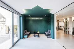 Font Salem Headquarters / Dobleese Space & Branding
