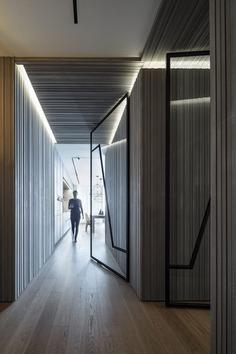 Family Hallways / Tal Goldsmith Fish Design Studio