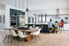kitchen and dining room / Z+ Architects